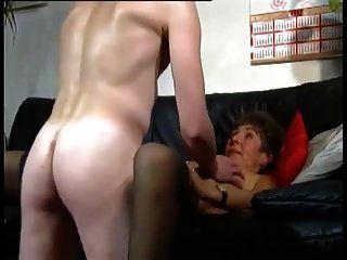 दादी और उसका युवा प्रेमी