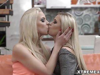 सुनहरे बालों वाली समलैंगिकों प्यार fisting सेक्स किया देवदूत और जूलिया पार्क