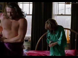 मिल्को जोविच स्पष्ट टॉपलेस सेक्स दृश्य, समलैंगिक