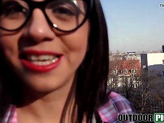 सेक्सी स्पेनिश छात्र चूसने और पीओवी में पैसे के लिए कमबख्त