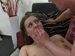 पुराने समलैंगिक उसे जवान लड़की fucks