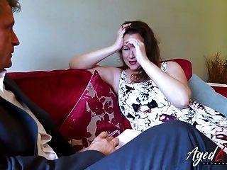 वयोवृद्ध गर्म परिपक्व महिला व्यापारी से छेड़खानी