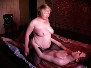 रूसी माँ और बेटा रूसी बूढ़ी औरत और जवान लड़का 3