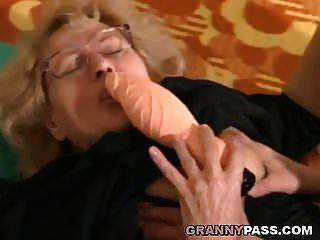 मांसल युवा आदमी एक मोटा नानी fucks