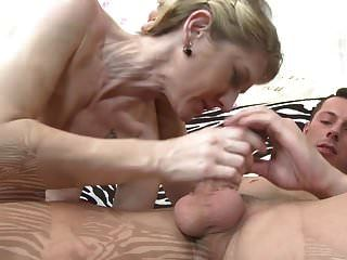 चेक माँ चूसना और बकवास युवा बेटा
