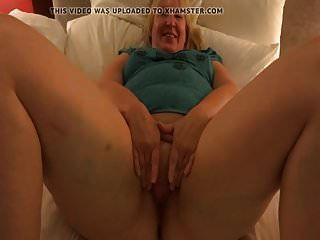 मैं एक बकवास सुअर वेश्या हूं, जो आपके देखने के लिए मेरे योनी बॉक्स को फैला रहा है
