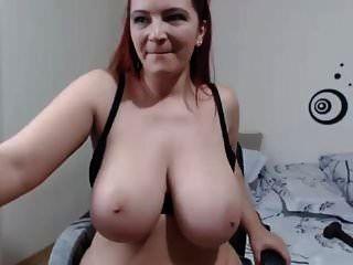 बड़े स्तन के साथ वेब कैमरा लड़की