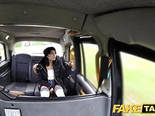 नकली टैक्सी घुटने उच्च मोजे सौंदर्य के साथ कोई चाकू यह एक
