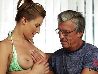 daddy4k। स्विमिंग पूल के बाद अपने BF के पिता के साथ सेक्स