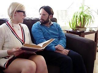 बस्टी टीन एंड स्टेप मदर स्कैम आर्टिस्ट ने गुदा सजा से निपटा
