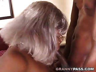 बीबीडब्ल्यू आबनूस दादी युवा बड़ा काला मुर्गा लेता है