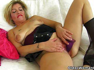 ब्रिटेन एमआईएलए गंदी एम्मा आप उसे रसीला योनी का आनंद लें