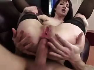 एक अथाह खाई गधे के साथ परिपक्व वेश्या