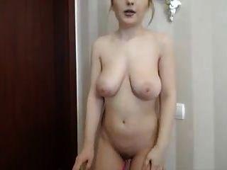 सेक्सी बड़े स्तन लड़की उसके वेबकैम पर हस्तमैथुन