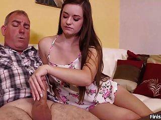 सेक्सी किशोर एक परिपक्व आदमी बंद झटका