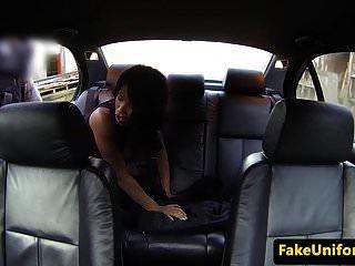 अधिकारी कार में काले ब्राइट एनालाइज किए गए