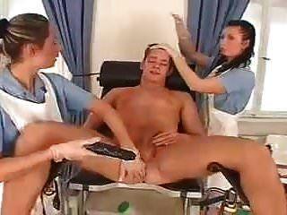 2 नर्स मालकिन