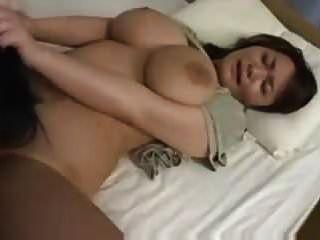भारी प्राकृतिक एशियाई स्तन सेक्स (सेंसर)
