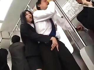 ट्रेन पर कामुक लंबे टीज़ और hj