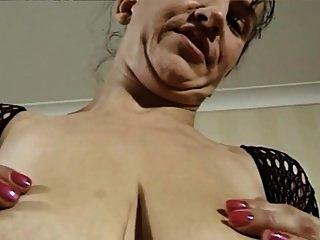 जर्मन परिपक्व महिला और बड़े स्तन