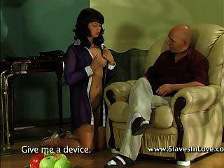 सभी अवसरों के लिए गुलाम लड़की।