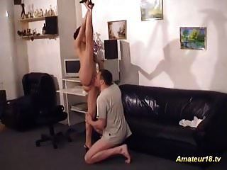 चरम लचीला जिमनास्ट किशोर सेक्स