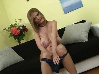 मिस सुपर स्तन उसे पॉश बिल्ली खिला याद आती है