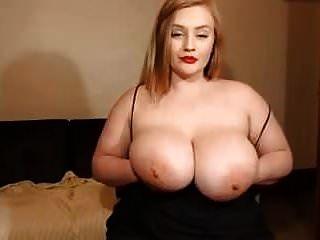 एक विशाल स्तन के साथ एक सुंदर सफेद लड़की के लिए वेब कैमरा शो