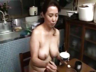 नग्न जापानी माँ बड़े स्तन