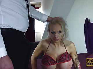 विशाल स्तन subslut उसके सभी तरस छेद में मुश्किल गड़बड़ कर दिया