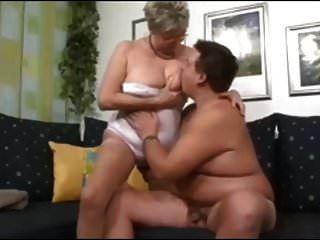 जर्मन दादी युवा अजनबी लड़का fucks