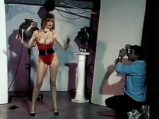 कुछ अच्छा विशाल उछालभरी स्तन नृत्य चिढ़ाते हैं