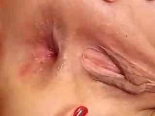 जीभ उसकी दूरी गधे में गहरी