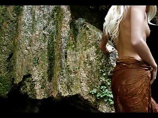 एम्मा जंगल में गहरी जाती है