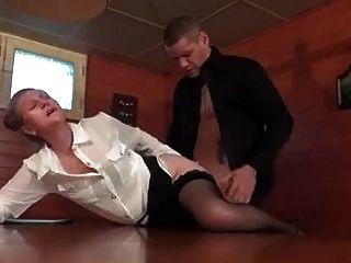 फ्रेंच एमआईएलए युवा लड़के गधे को लेता है
