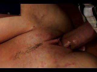 बड़े स्तन के साथ लड़की उसके मालिक को खुशी