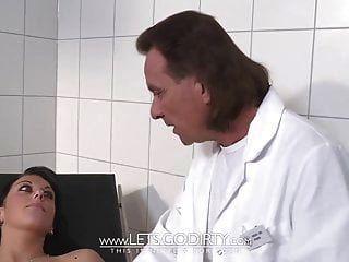 डॉ। fickt जंज रोगी