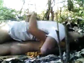 जंगल में भारतीय gf BF सेक्स