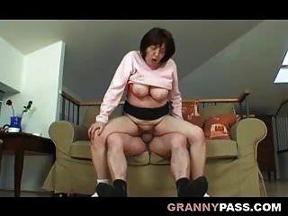 busty मोटा दादी दादाजी के साथ यौन संबंध है
