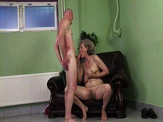 दादी को एक संभोग की जरूरत होती है
