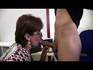 उत्तम दर्जे की महिला सेवाओं युवा मैकेनिक