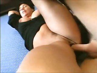 बड़े स्तन के साथ गर्म परिपक्व पत्नी