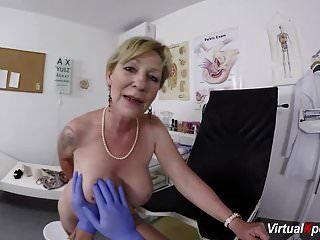 बालों वाली माँ के साथ डॉक्टर पीओवी सेक्स