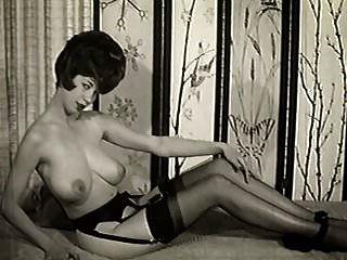 गोधूलि समय विंटेज 60 के बड़े स्तन चिढ़ाते हैं