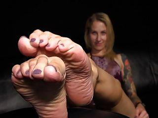 एड़ी से बाहर ताजा पैर