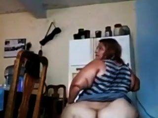 एक मोटी गधे के साथ बड़ी मैक्सिकन लड़की इसे दिखावा