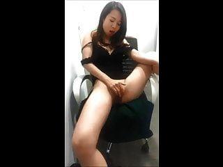 अपने कार्यस्थल पर मेरी bf की कुर्सी पर