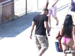 शीला ओर्टेगा ने समुद्र तट पर मुफ्त मालिश करने के लिए कहा