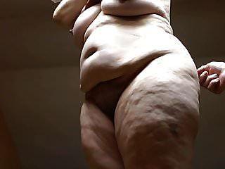 नग्न में कलात्मक प्रस्तुत