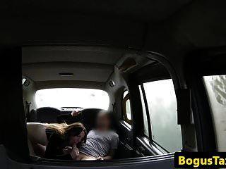 बड़ा चूची शौकिया चुदाई और टैक्सी में मुर्गा बेकार है